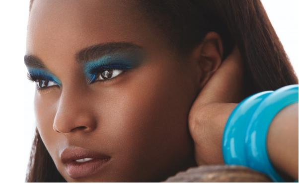 maquillage fard bleu