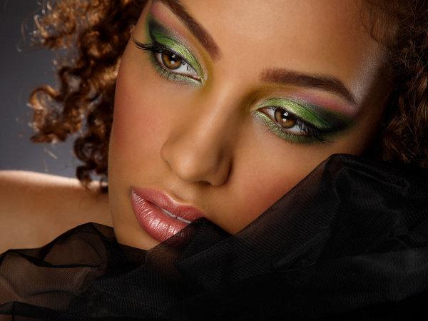 Fabuleux Maquillage peau noire vert - Maquillage peau noire sur Maquillage  LF58
